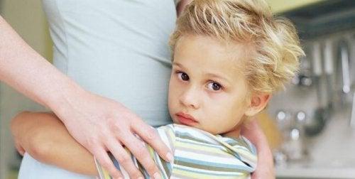 Lęki 6-letnich dzieci: przyczyny i sposoby łagodzenia