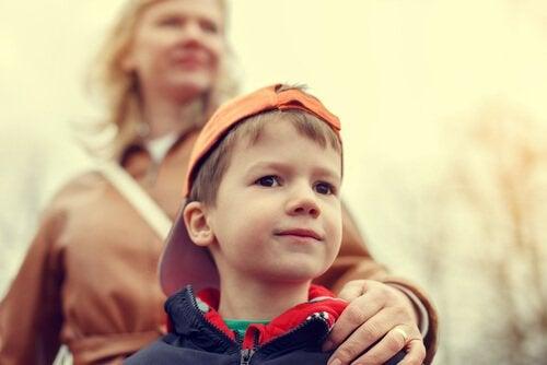 Nadopiekuńczy rodzice – nie chroń dziecka przed całym światem