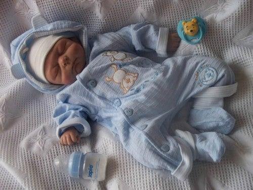 Ubrany niemowlak