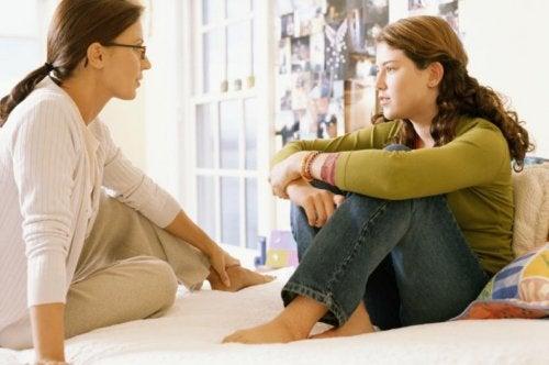 Wczesne nawyki dziecka - mama rozmawia z córką