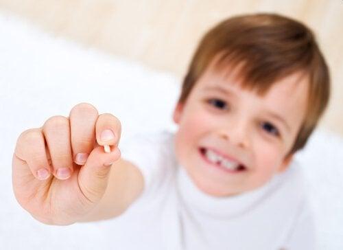 Wypadanie zębów mlecznych