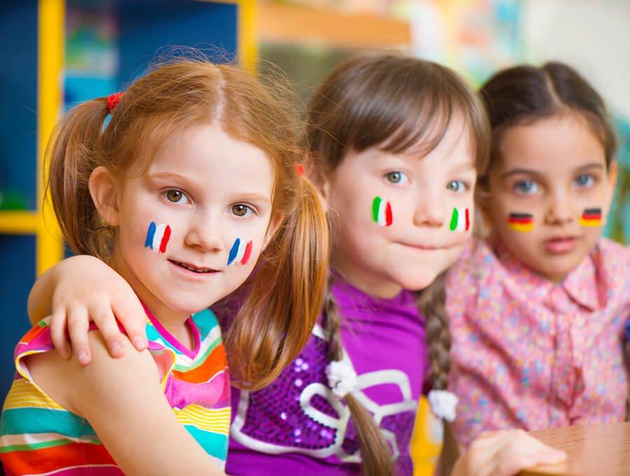 Dzieci mówiące różnymi językami