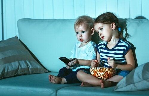 Dzieci oglądają ten sam film wiele razy z dwóch powodów