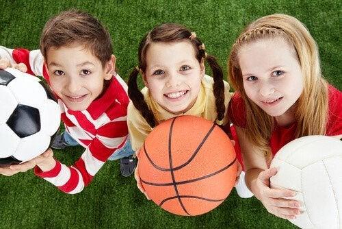 Uprawianie sportu w dzieciństwie rozwija zdolności interpersonalne.