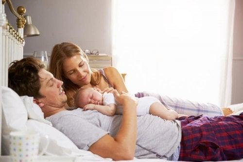 Ile godzin snu rodzice tracą gdy pojawia się dziecko