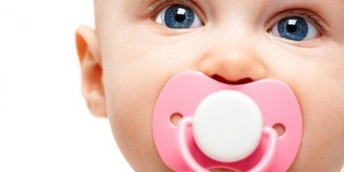 Najlepszy smoczek dla niemowlęcia: 4 propozycje