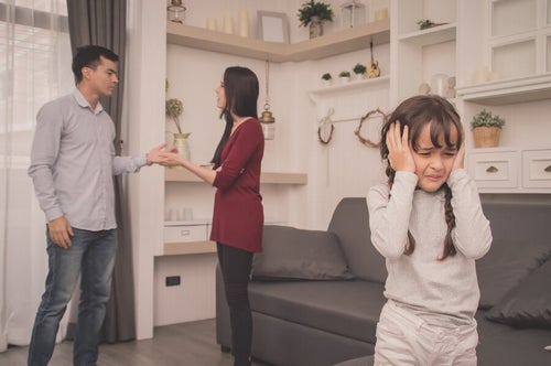 Kłótnie rodziców powinny przebiegać z dala od dzieci