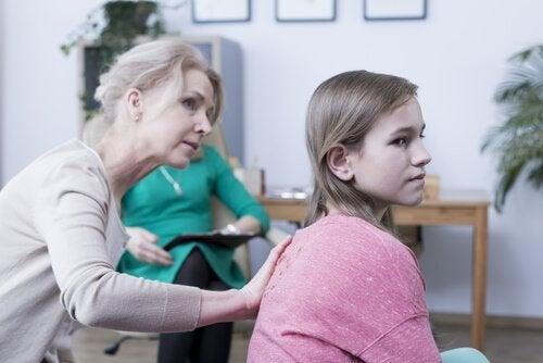 Nadopiekuńcza mama – 8 typowych cech