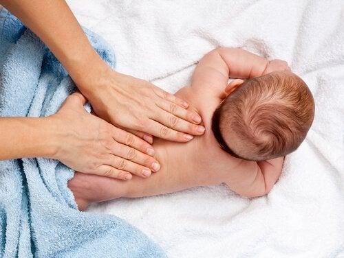 Masaż niemowlęcia: 12 zalet, o których warto pamiętać