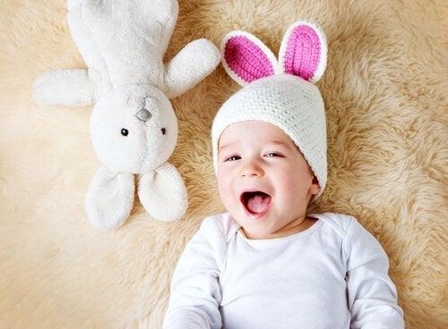 O króliku, który chce spać - dziecko ziewa