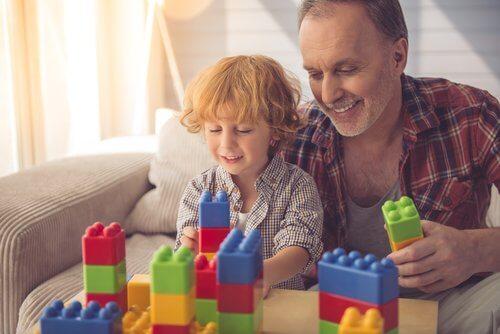 Zabawy konstrukcyjne rozwijają również zdolności interpersonalne dzieci.
