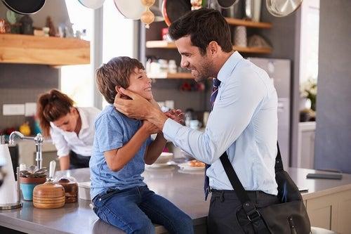 Pożegnanie z dzieckiem przed wyjściem z domu - dlaczego jest ważne?