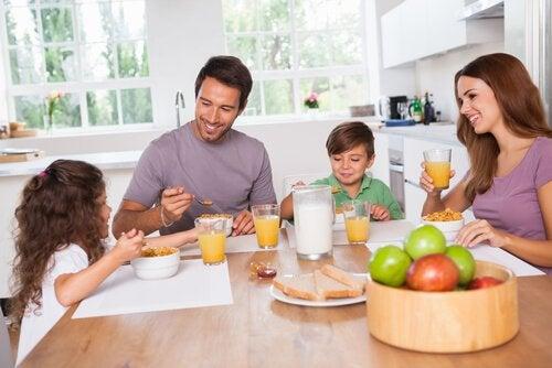 Wspólny rodzinny posiłek