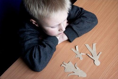 Chłopiec cierpi przez rozwód rodziców
