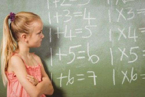 Jak nauczyć dziecko mnożenia – kilka trików dla rodziców
