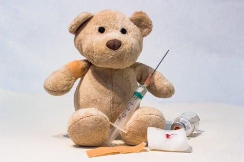 Miś i szczepionka - czy szczepienie jest groźne dla niemowlęcia