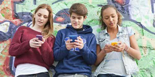 Nomofobia u nastolatków: jak ją rozpoznać i pokonać
