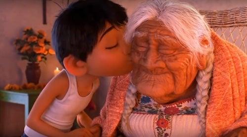Oglądając film dzieci nauczą się tego, jak ważna jest rodzina.