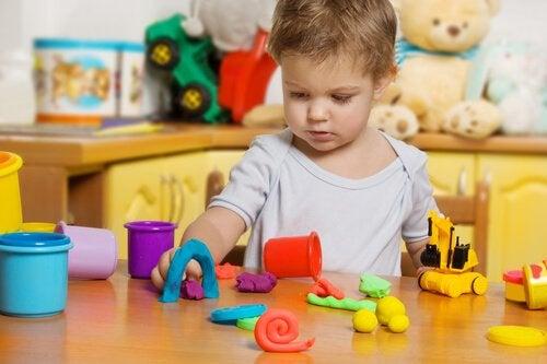 Zabawa plasteliną: bardzo korzystna dla dzieci