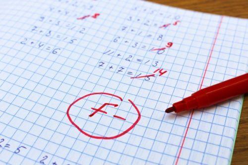 Słabe oceny: co robić, gdy dziecko ma problemy w szkole