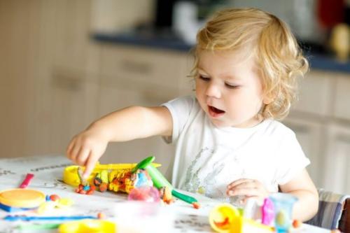 Zabawki budujące umiejętności dla 2-latków