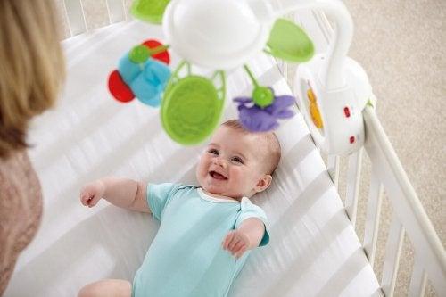 Zabawki dla noworodków - zawieszka nad łóżeczko