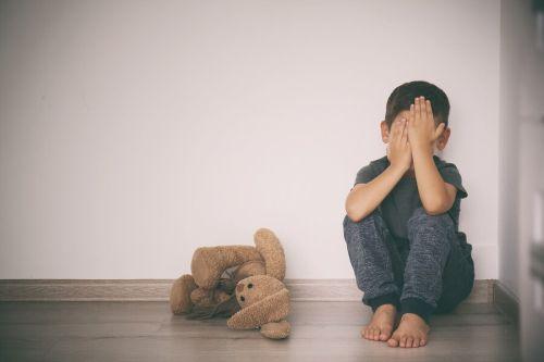 Lęki w dzieciństwie: jak pomóc dziecku je pokonać?