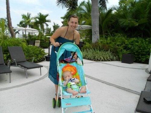 Mama z dzieckiem na wakacjach