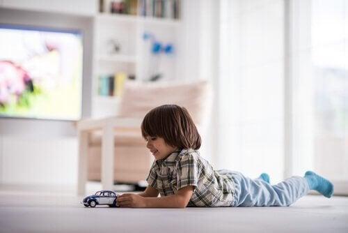 Dzieci w wieku 2-3 lat zazwyczaj bardzo chętnie bawią się w pojedynkę.