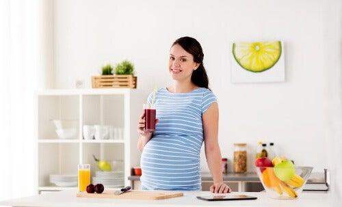 Koktajle warzywno-owocowe dla kobiet w ciąży: 4 przepisy