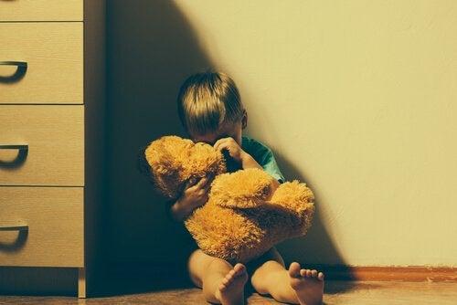 Bądźcie wyczuleni na sygnały, świadczące o możliwym znęcaniu się nad dzieckiem.
