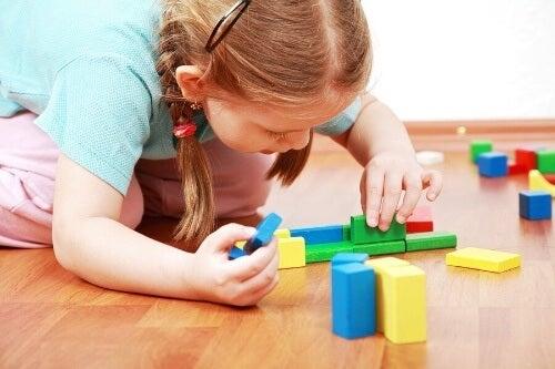 Samodzielna zabawa dziecka: dlaczego jest ważna?