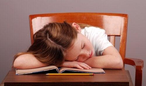 Naukowcy udowodnili, że dzieci które późno chodzą spać cierpią na zaburzenia.