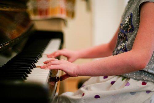 Gra na instrumencie muzycznym