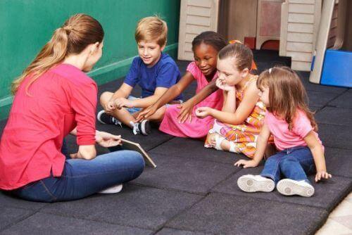 Jak nauczyć dzieci rozwiązywania konfliktów przez zabawę