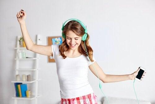 Szybki wzrost w w okresie dojrzewania zaskakuje często i rodziców i samego nastolatka.