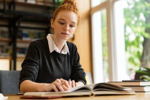 Wartość edukacyjna bibliotek: dlaczego przetrwała do dziś?