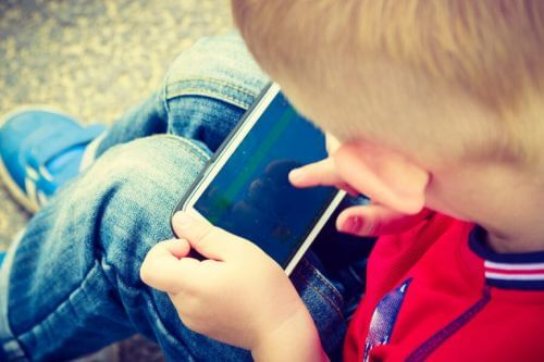 w jakim wieku dać dziecku telefon