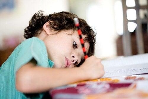 Odrabianie pracy domowej: co zrobić, aby dziecko robiło to samodzielnie?