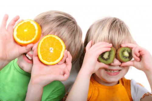 Dzieci z cytrusami - produkty bogate w witaminy