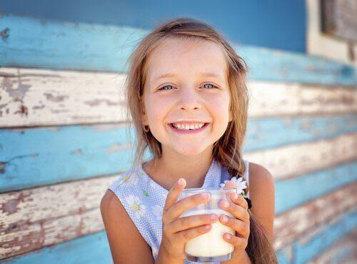 Dziecko z mlekiem