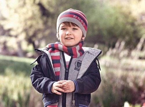 Dziecko w czapce i szaliku