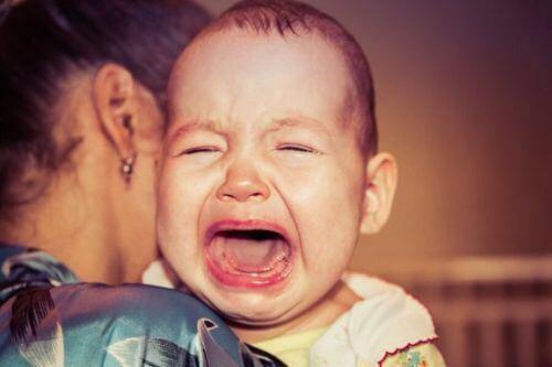 Dziecko budzi się z płaczem: zastanawiałaś się, dlaczego?