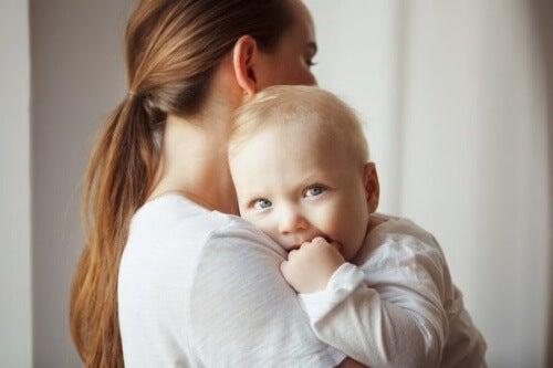 Być może Twoje dziecko nie płacze, ponieważ jeszcze tego nie umie.