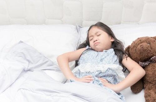 Po ataku dziecko może źle się czuć i nie reagować na bodźce.