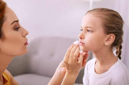 Krwawienie z nosa u dzieci - jak temu zapobiegać i leczyć?