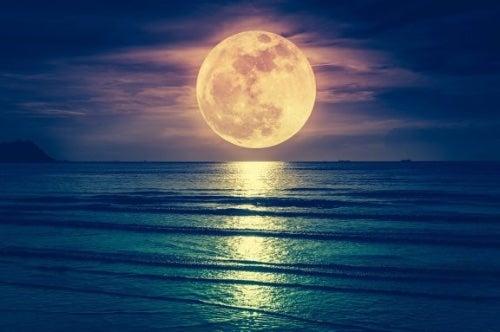 Wpływ księżyca na poród – prawda czy mit?