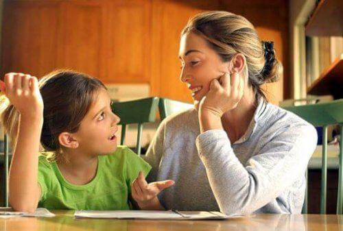 Mama i córka rozmawiają