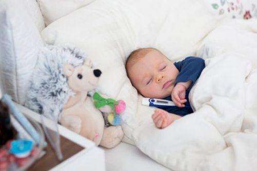 Obniżyć gorączkę u niemowlęcia: proste sposoby