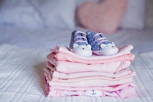 Stare ubrania dziecka: co z nimi zrobić?
